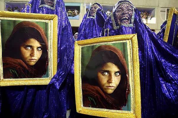 Carnavales de R�o de Janeiro: mujeres de afganas con fotos