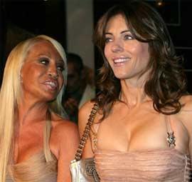 Donatella Versace y Elizabeth Hurley