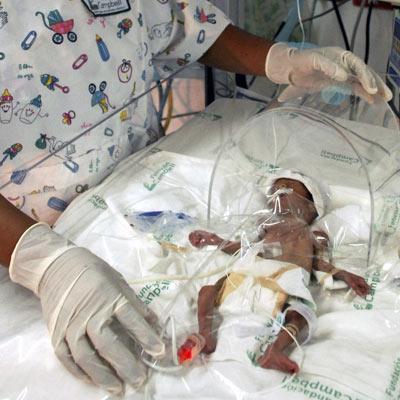 Permanece estable un bebé que nació a los 5 meses pesando 750 gramos