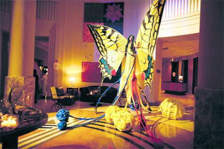 Inauguran el hotel más lujoso, espectáculo incluido