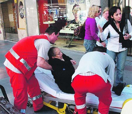 Reponen una rejilla peligrosa tras denunciar un viandante que se cayó