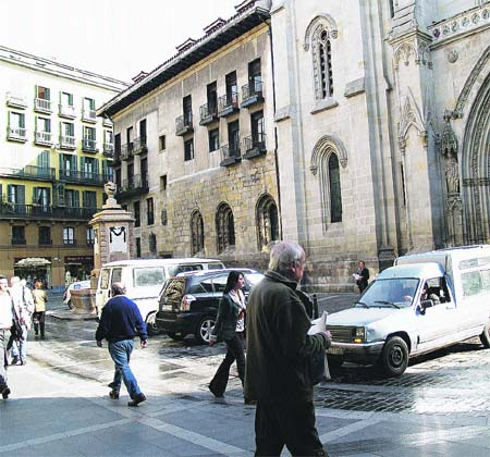 ¿Plaza peatonal o 'parking'?