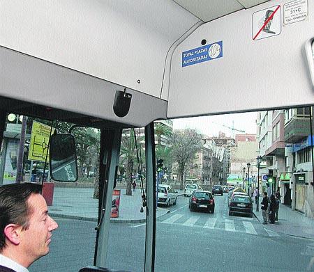 Una placa en el bus que es casi invisible