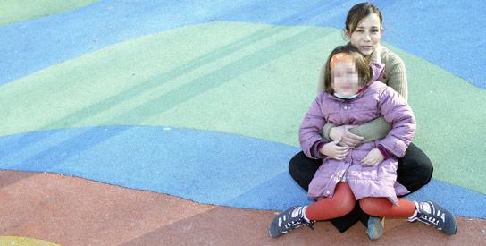 obliga a una niña colombiana a regresar con su padre pese a la