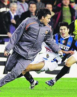 La UEFA sanciona a David Navarro siete meses