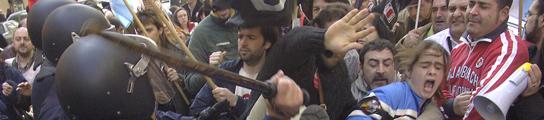 La polícia contra los manifestantes