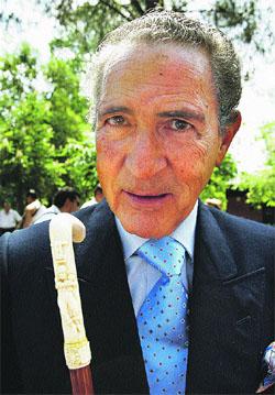ANTONIO GALA «Me apoyo más en los amigos que en mis bastones»
