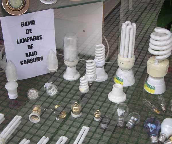 Lámparas de bajo consumo en una tienda de Madrid (20minutos.es)