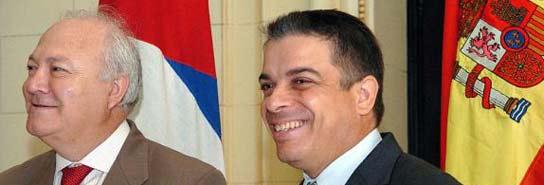 Miguel Angel Moratinos, junto al canciller cubano, Felipe Pérez Roque en la sede del Ministerio de Relaciones Exteriores, en La Habana