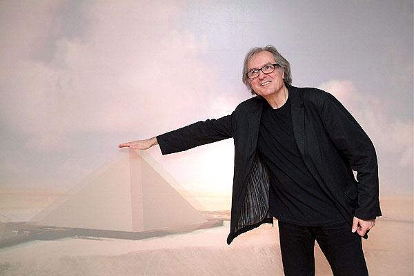 Pirámides de Egipto, construcción. El arquitecto francés Jean-Pierre Houdin explica su teoría en París.