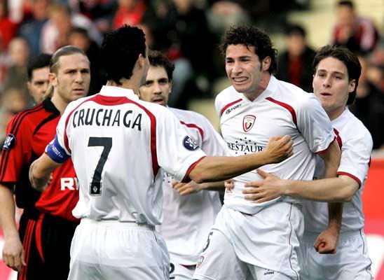 Cuéllar celebra con sus compañeros el primer gol de Osasuna