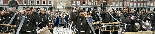 Tambores de Aragón en la Plaza Mayor