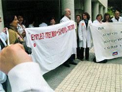 La huelga de médicos deja colgados y sin cita a muchos alicantinos