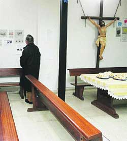 El Arzobispado mantiene el cierre litúrgico de la parroquia de Entrevías