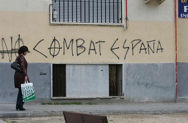 Pintadas nazis en el barrio del Pilar