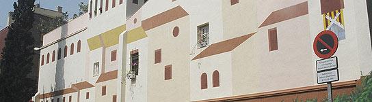 Pared de la plaza Pomera de Sant Andreu pintada con la técnica del trampantojo.