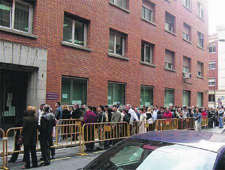 Dos horas y media para sacar el DNI y pasaporte en Bilbao
