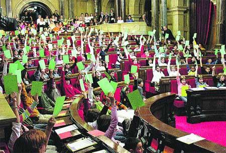 Ple d'alumnes al Parlament