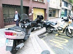 Aceras para el peatón y las motos