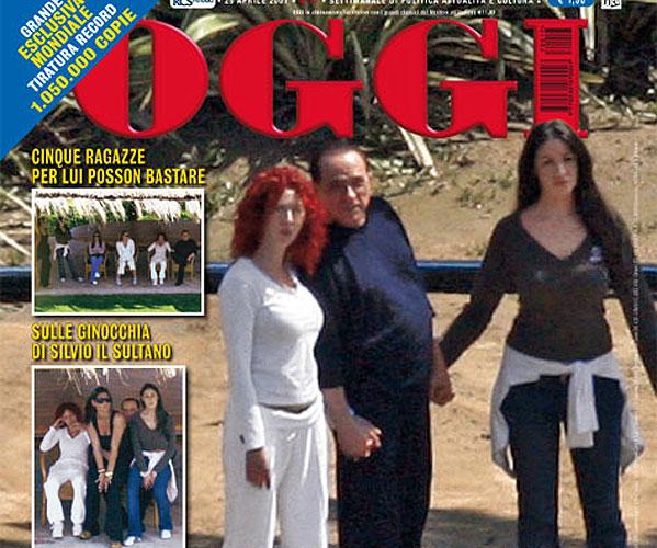 Silvio Berlusconi posa con cinco mujeres