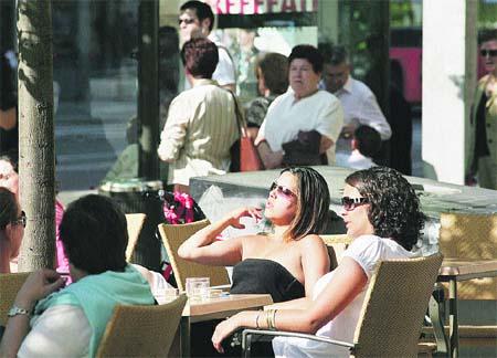 Más de mil terrazas de bares 'ocupan' ya las calles