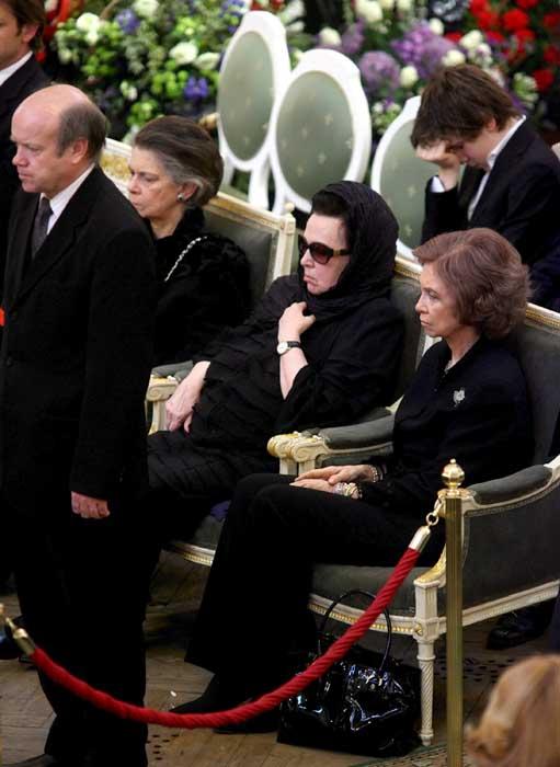 La reina, con la viuda de Rostropovich