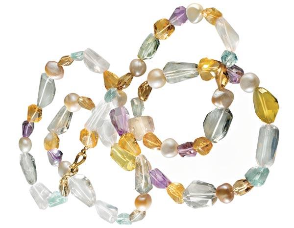 Collar de perlas cultivadas y gemas