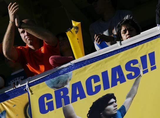 Aficionados de Boca exhibieron una pancarta de apoyo a Maradona en el último partido en La Bombonera