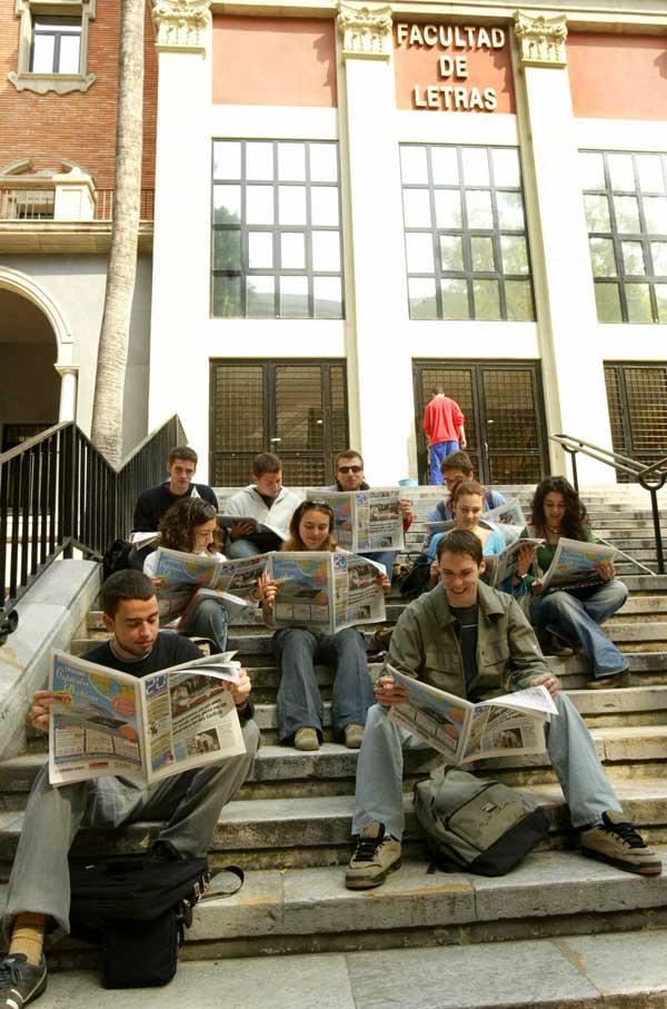 El periódico está lleno de ofertas de trabajo.