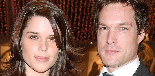 Neve Campbell y su marido John Light