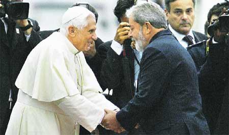 Benedicto viaja a Brasil para recuperar creyentes