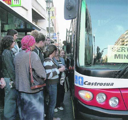 El PA promete abaratar el precio del autobús urbano