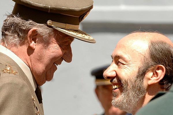 El Rey saluda a Rubalcaba en un acto celebrado este miércoles