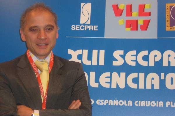 Doctor Juan Monreal, cirujano plástico del Sanatorio Virgen del Mar de Madrid