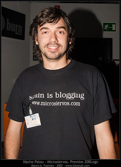 """20 blogs premios. Nacho Palou de www.microsiervos.com . """"Tuve el placer de conocer e intercambiar un ratito de conversación, un tío majo"""", dice Mauro."""