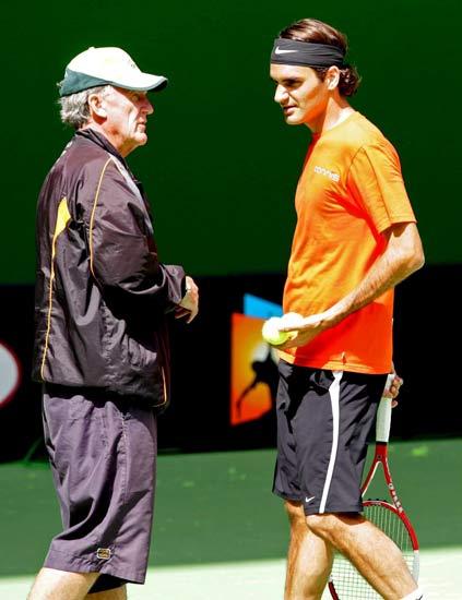 Federer y Tony Roche en una imagen de archivo de enero de 2005