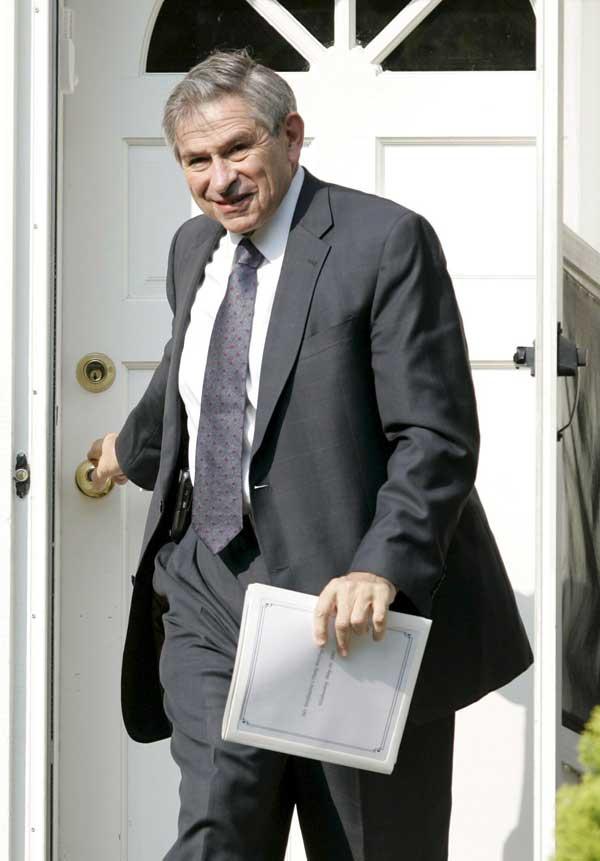 Wolfowitz, saliendo de su casa en Maryland.