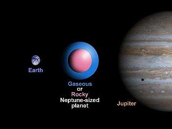 Se estima que su tamaño es similar al de Neptuno.