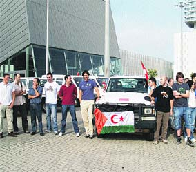 Coches y motos de regalo para el Sahara