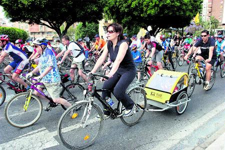 Treinta bicis se prestan gratis en el centro a los viajeros de los autobuses