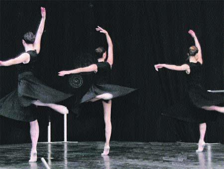 Los bailarines del futuro exhiben sus habilidades