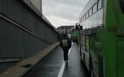 Los más impacientes optaron por ir andando a Moncloa