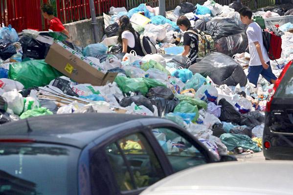 Toneladas de basura en Napolés (EFE)