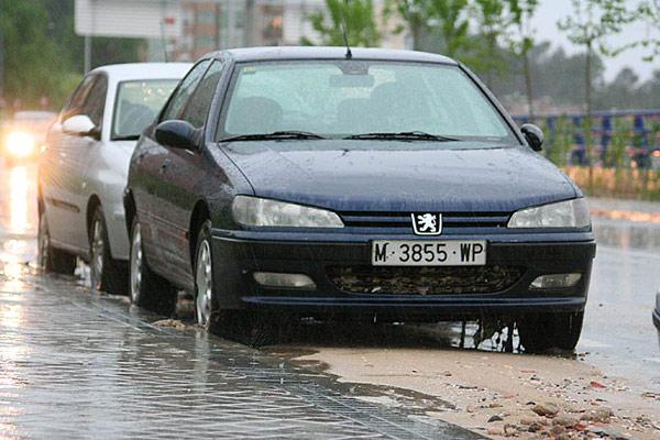 tormentaB1. 3demotions nos ha enviados imágenes de los efectos en Madrid por las tormentas.