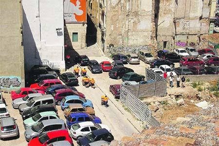 Valencia gana 9.000 vehículos al año y sólo 4.000 sitios para aparcar