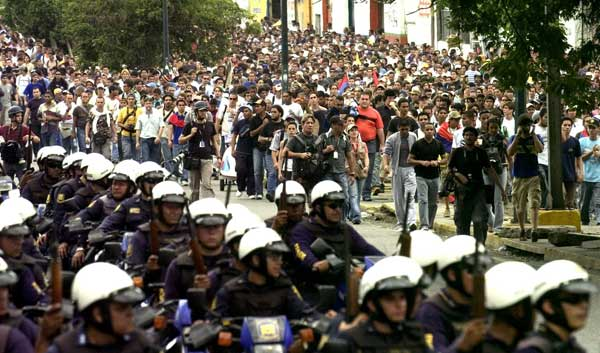 """Los estudiantes se manifestaron al grito de """"libertad, libertad""""."""