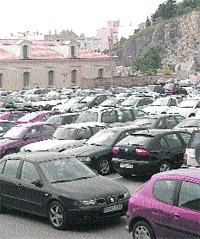 Encontrar un sitio para aparcar en la UPCT es misión casi imposible