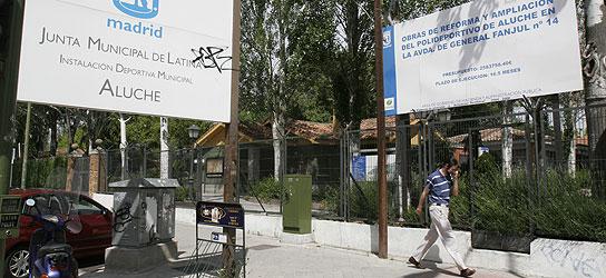 Los vecinos de aluche sin piscina de verano hasta finales for Piscina municipal aluche