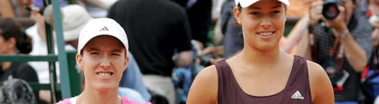 La tenista belga Justine Henin (izda) y la serbia Ana Ivanovic