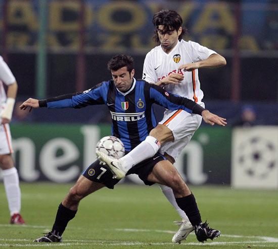 timeless design b95a4 101d5 Figo se quedará un año más en el Inter de Milan